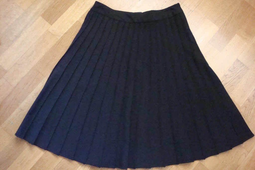 club monaco black pin tuck pleated skirt - size 6