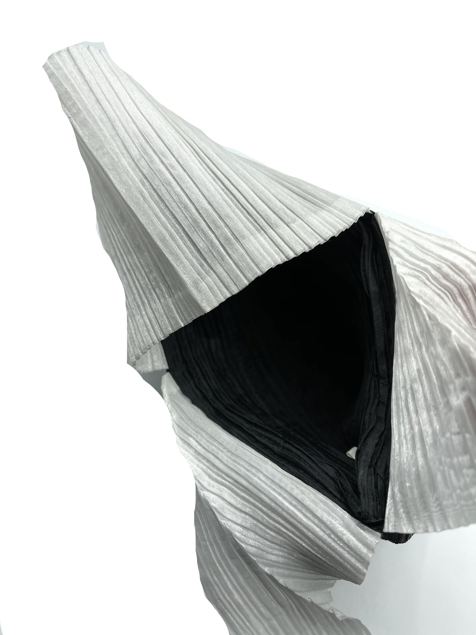 Issey Miyake 90s Black and White Pleated Purse INTERIOR 5 of 5