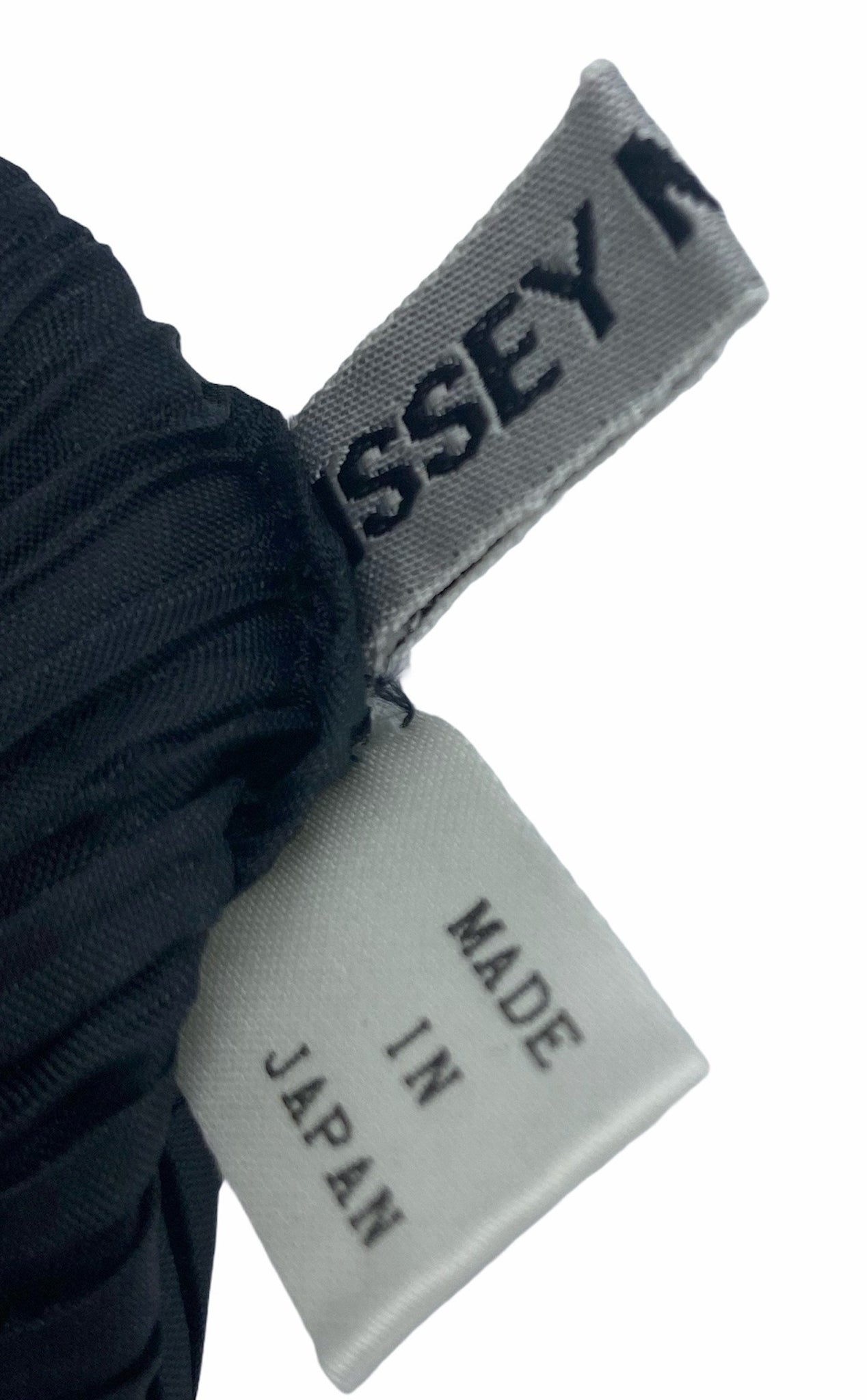 Issey Miyake 90s Black and White Pleated Purse LABEL 4 of 5