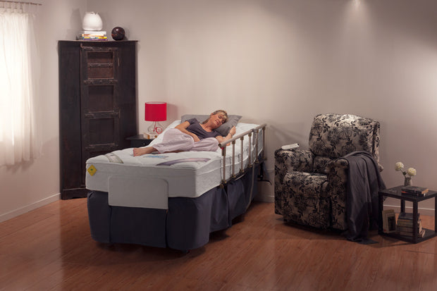 Adjustable Electric Bed Woman In Bed In ShowroomAdjustable Electric Bed Woman In Bed In Showroom