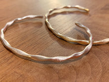 Load image into Gallery viewer, Wave Series - 18K Bangle Silver Rhodium Twist