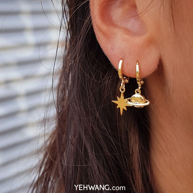 Yehwang - Earrings Milky Way collection - Saturn - Earrings - Styling by Claudia