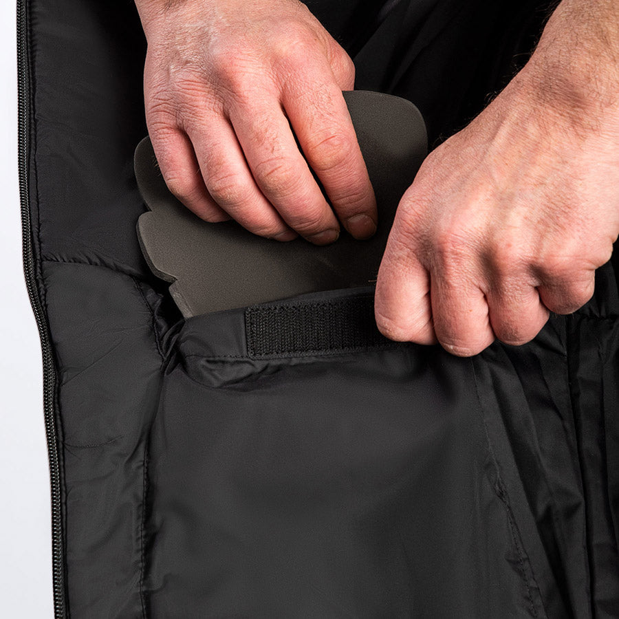A bigger image showing removable foam knee pads on FXR's Vapor Pro Insulated Bib Pant.