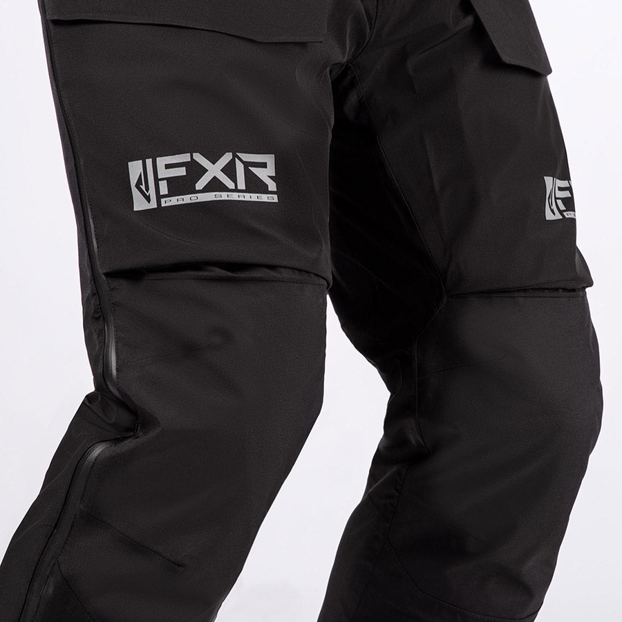 A bigger image showing the Nylon Oxford reinforced back and knee seat feature.