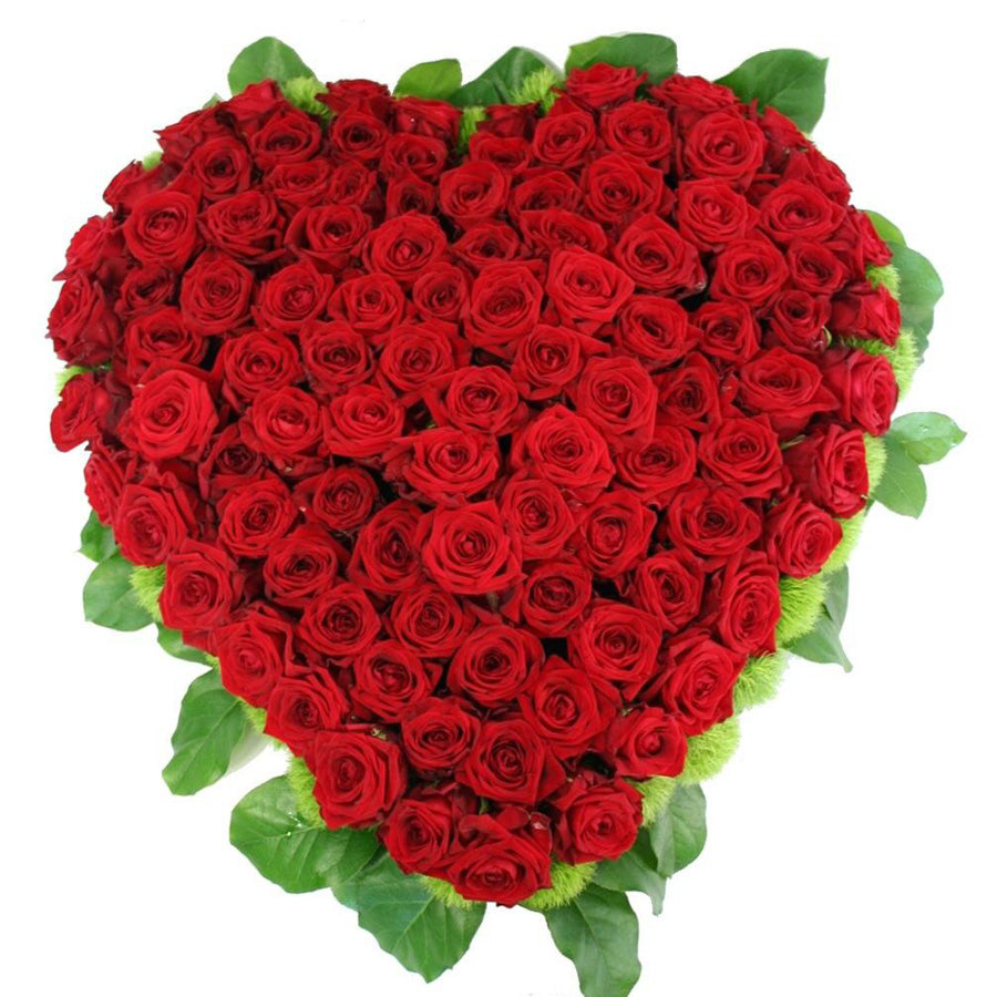 Hearth shape red roses