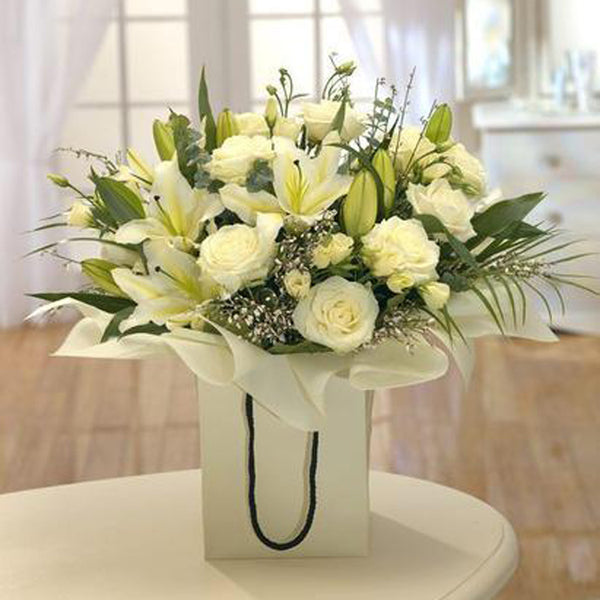 White & Green Aquapack Bouquet