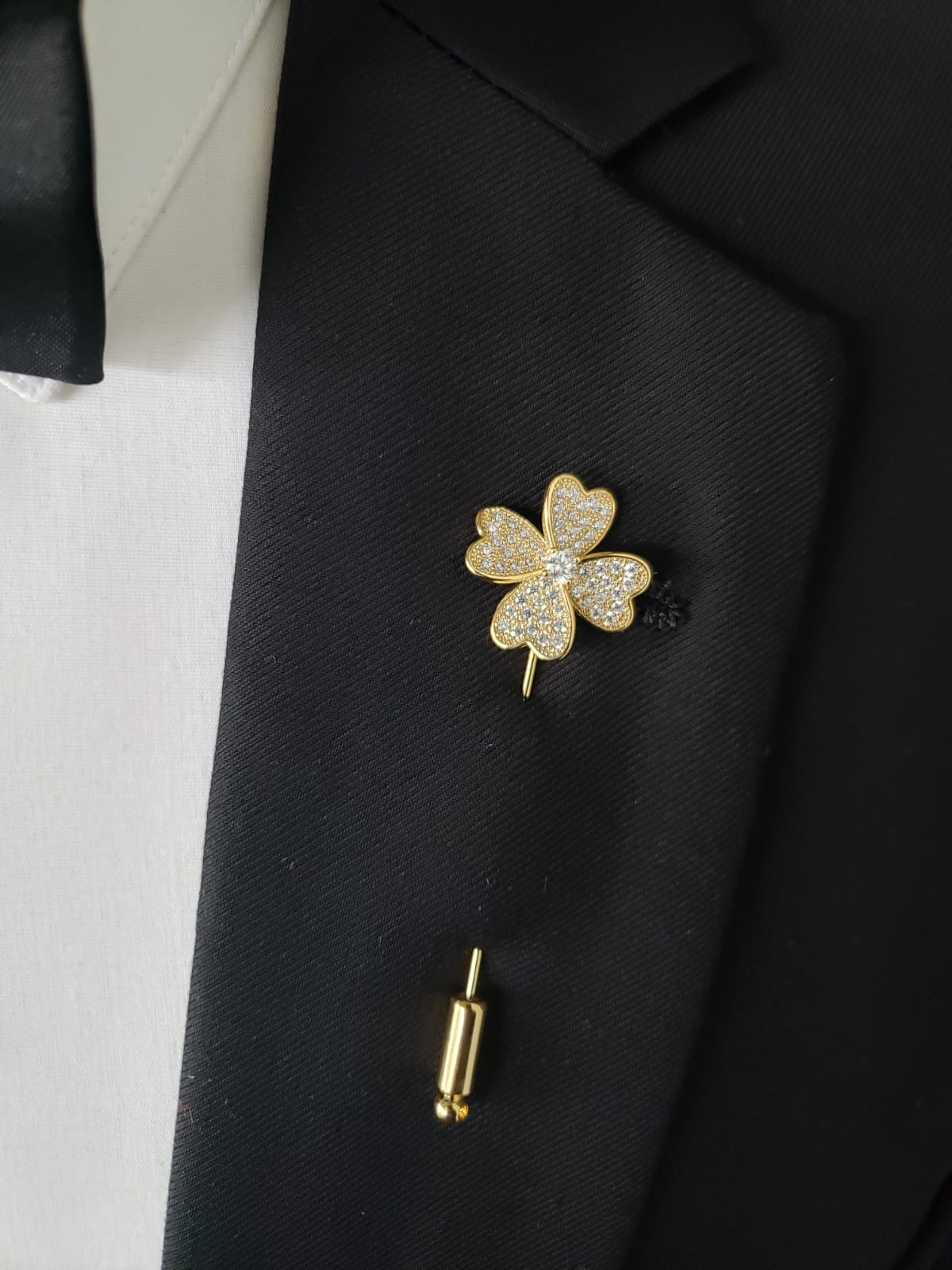 Gold Four Leaf Clover lapel pin