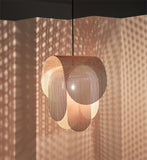 Perforated metal pendant light(Les luminaires en métal perforé)
