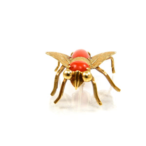 For sale 18k yellow gold vintage coral fly brooch