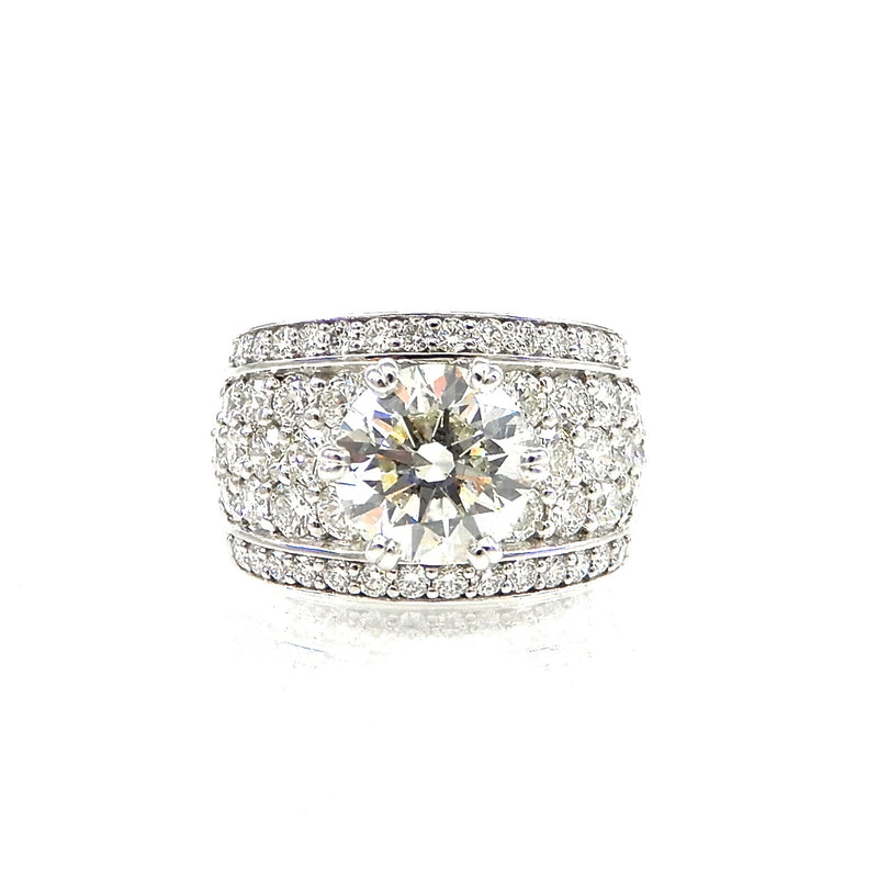 ound brilliant cut diamond center stone with a pave diamond accented shank and diamond borders