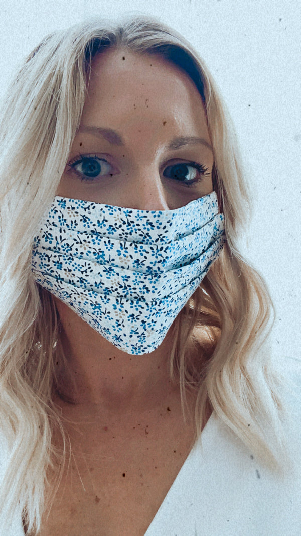 BLUE FLOWERS / WHITE BACKGROUND PROTECTIVE MASK