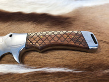 Load image into Gallery viewer, Professional Ranger knife #1 - Early prototype - Thorn Wood