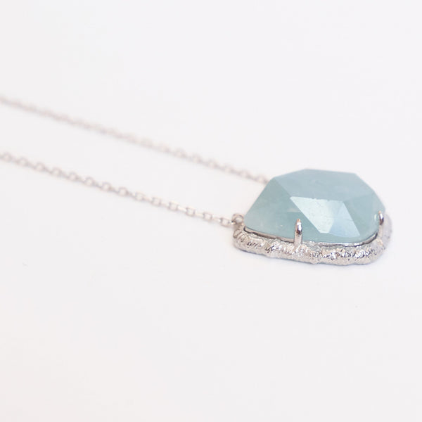 Horizontal Diamond Chain Necklace in Aquamarine