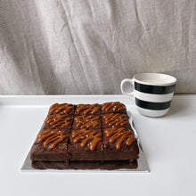 Load image into Gallery viewer, Salted caramel brownies