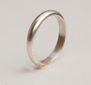 Simple sterling silver band ring