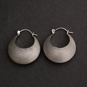 Twisted wire hoops