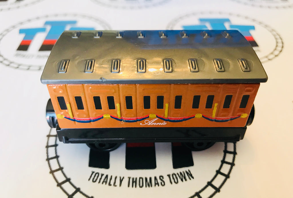 Annie (2014 Round Magnet) Very Good Condition - Used Take N Play - Totally Thomas Town