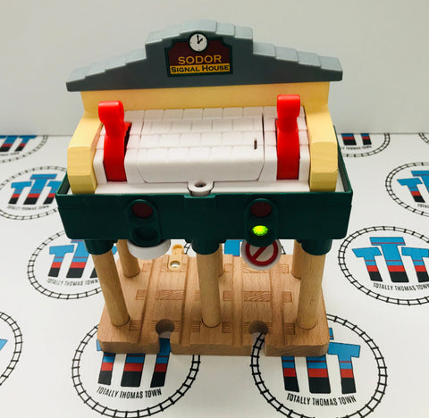 Deluxe Over the Track Signal House - Used - Totally Thomas Town