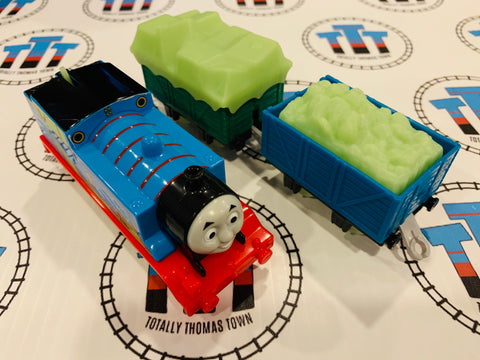 Glow in the Dark Thomas and Cargo Cars (2013) Good Condition Used - Trackmaster