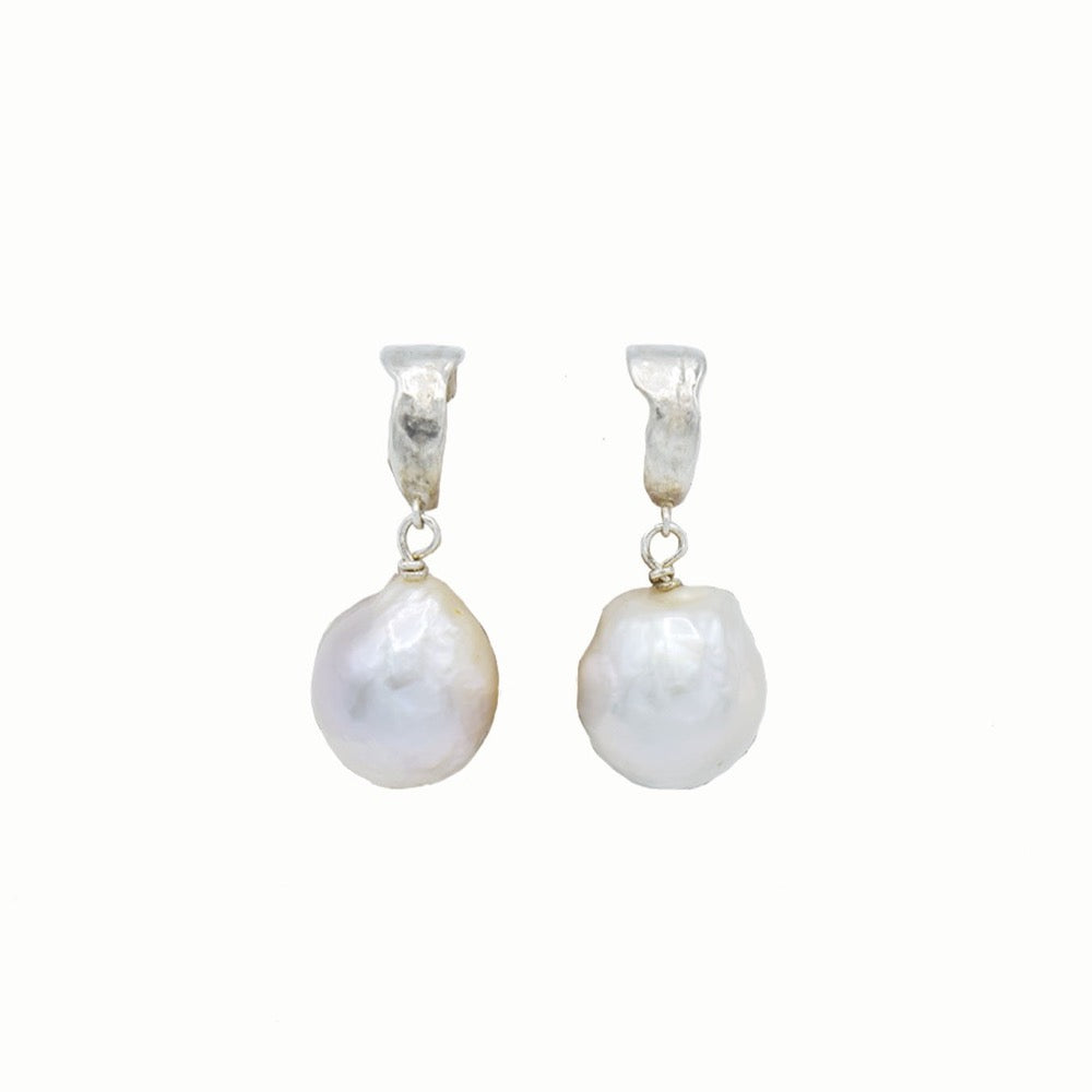 Hoop earrings with pearl