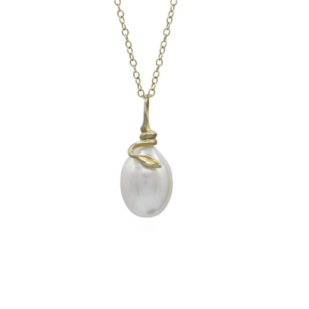 Pearl and snake necklace