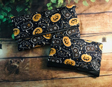 Load image into Gallery viewer, Pumpkin Cats Fold Over Crossbody Bag
