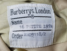 Load image into Gallery viewer, Burberry Kensington Heritage Trench Coat