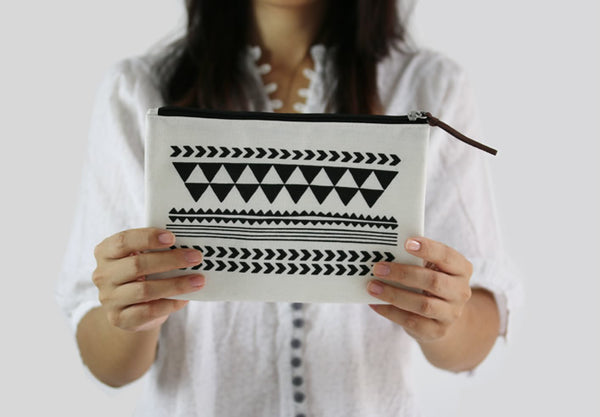 Graphic Pattern [Amazing] Pouch By Colour-Up