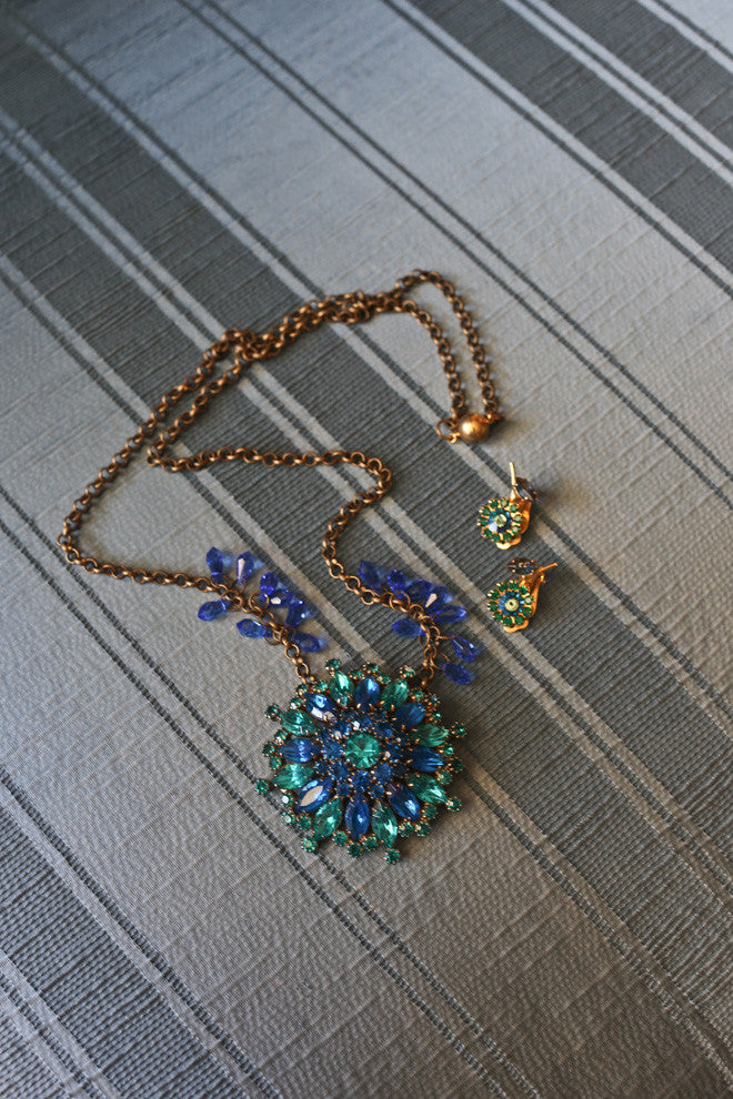 Vintage \ Blue and Green Rhinestone necklace