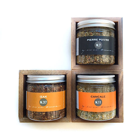 spice box with three blends