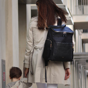 Storksak Alyssa The convertible baby nappybag without compromise / lifestyle mum and son / leather and gold