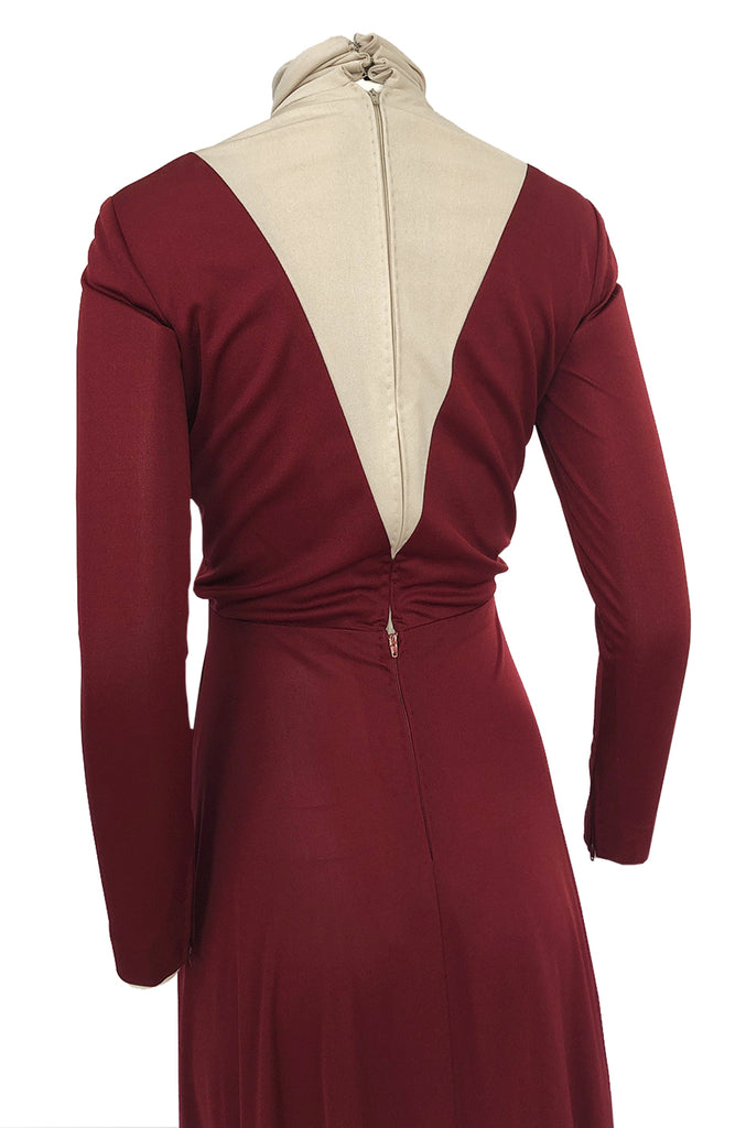 1970s Geoffrey Beene Graphic Burgundy and Taupey Cream Jersey Dress