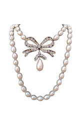 1980s Fine Pearl Bow Chanel Necklace