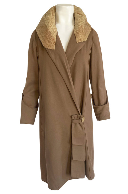 Lovely 1920s Unlabeled Caramel Coloured Fine Wool Flapper Coat w Faux Broadtail Collar