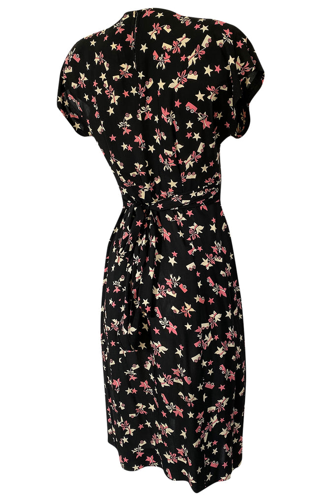 1940s Unlabeled Prettiest Dove & Star Novelty Print Silky Rayon Dress