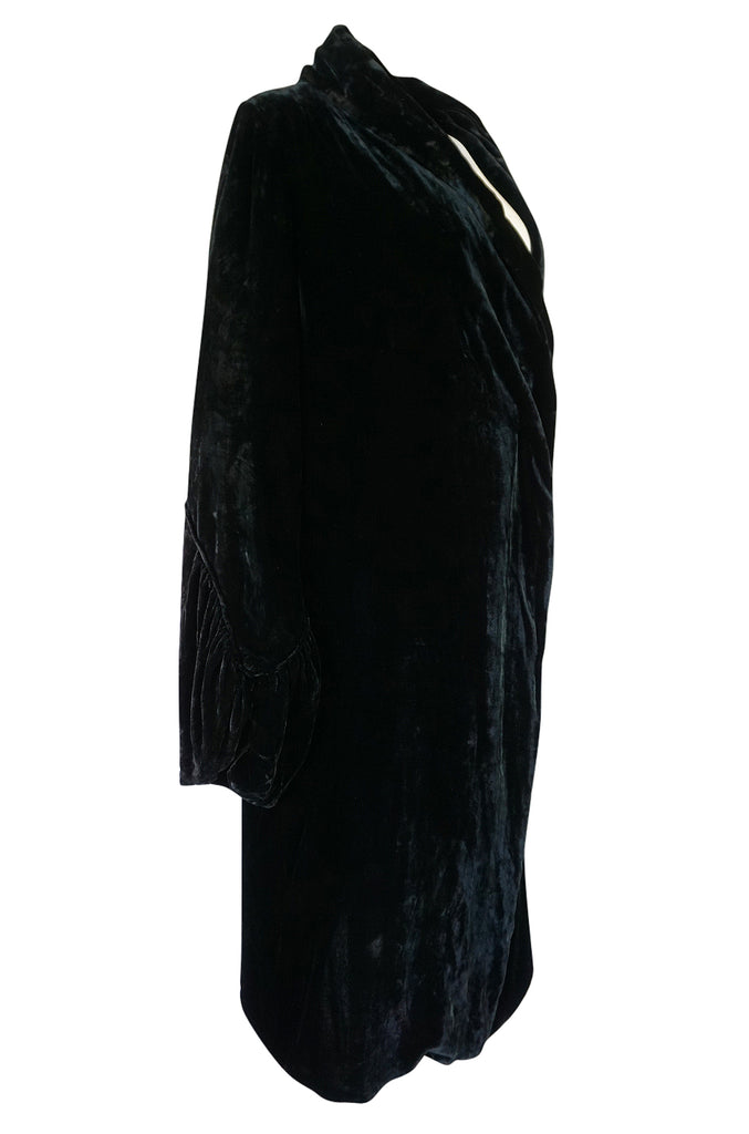 1920s Unlabeled Silk Velvet Coat with Pale Green Silk Lining