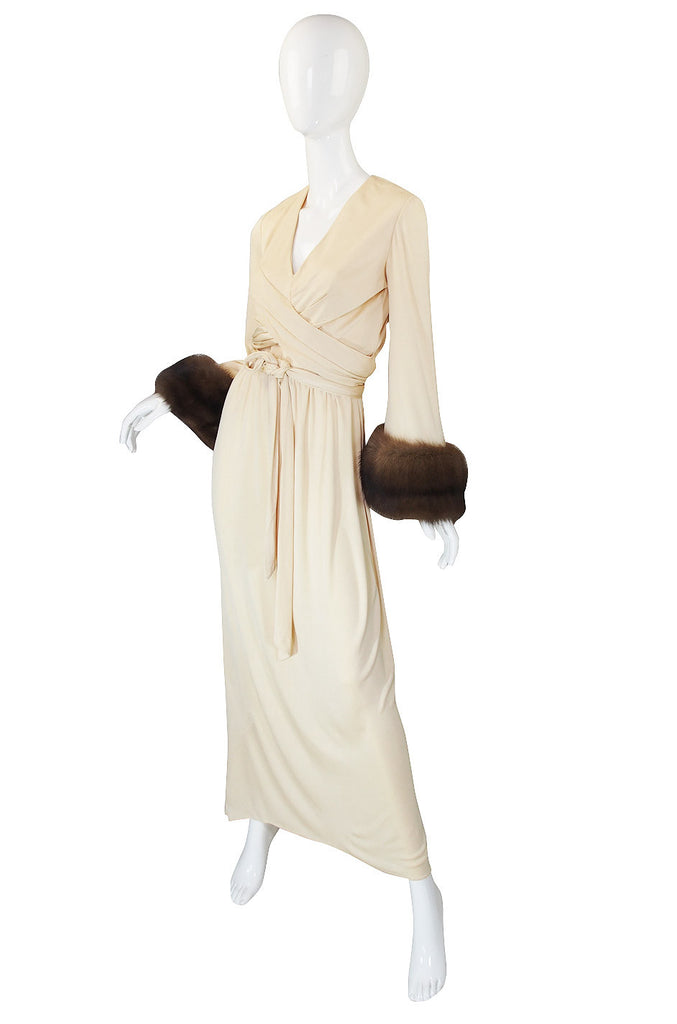 1970s Sable Cuffed Cream Jersey Bill Blass Dress