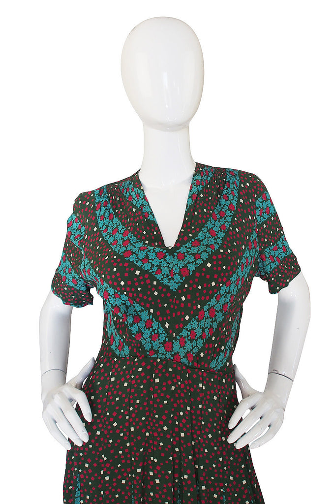 1940s Amazing Green Print Silk Swing Dress