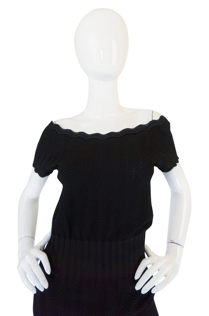 2008A Chanel Beautiful Off Shoulder Black Knit Dress