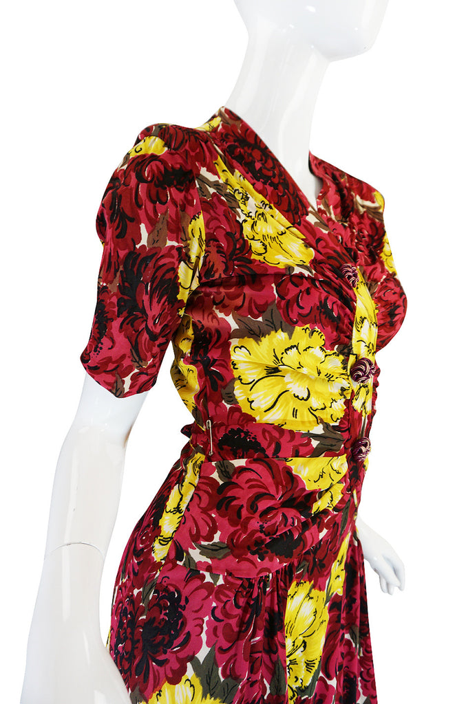Wonderful 1940s Floral Print & Early Plastic Button Dress
