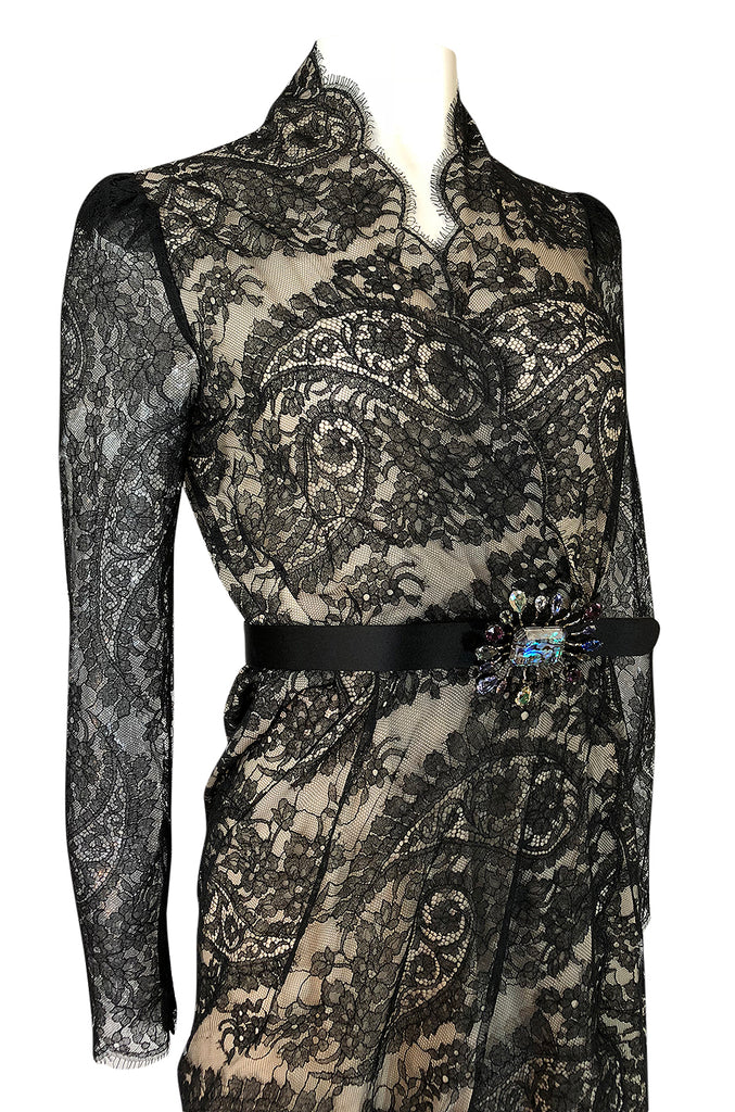 Fall 2010 Alexander McQueen Black Scalloped Lace Wrap Dress