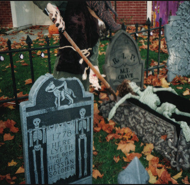 Haunted House: Grave Situation