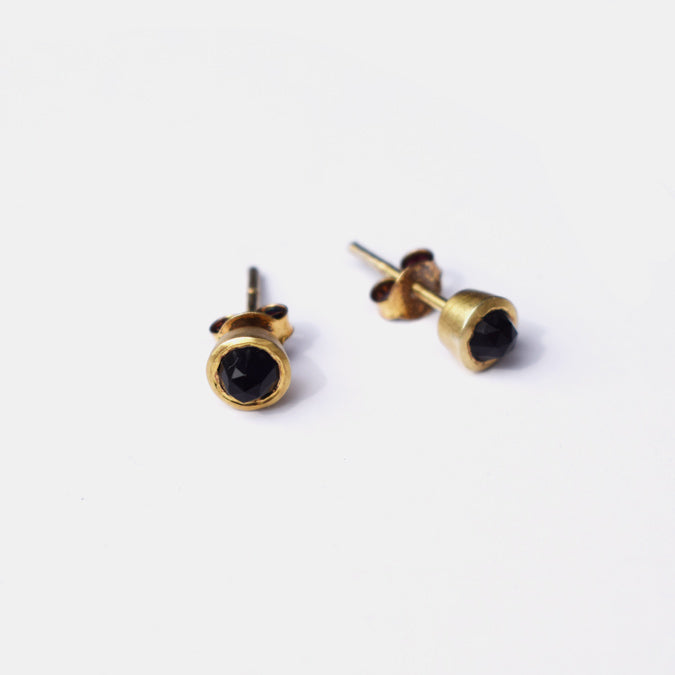 Gem Dot Studs, black chalcedony