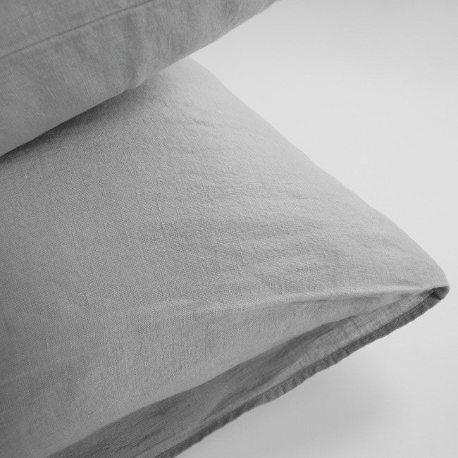 Linge Particulier Cloud Grey Euro Linen Pillowcase Sham for a colorful linen bedding look in light grey - Collyer's Mansion