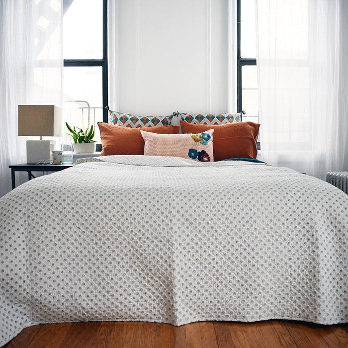Ditsy Blue Quilt, queen
