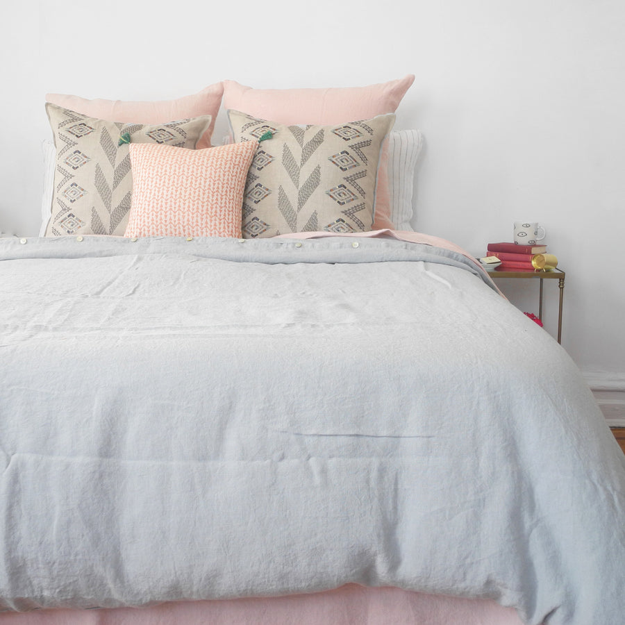 A Linge Particulier Linen Duvet in Cloud Grey gives a gray and dove grey color to this duvet for a colorful linen bedding look from Collyer's Mansion