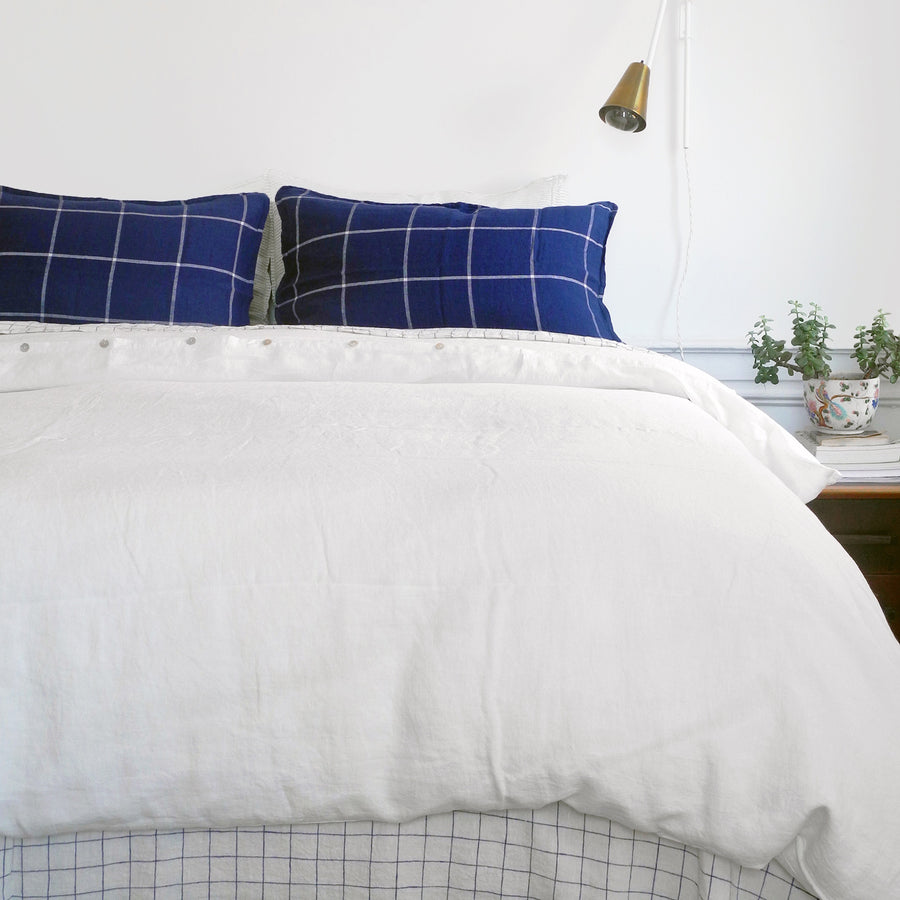 A Linge Particulier Linen Duvet in Off White gives a soft white neutral color to this duvet for a easy linen bedding look from Collyer's Mansion