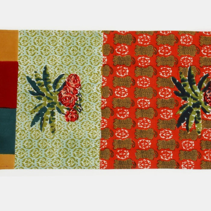 Jungle Banano Geranium Table Runner