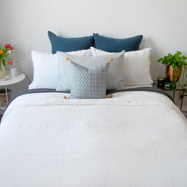Linge Particulier Cloud Grey Standard Linen Pillowcase Sham with blue pillows for a colorful linen bedding look in light grey - Collyer's Mansion