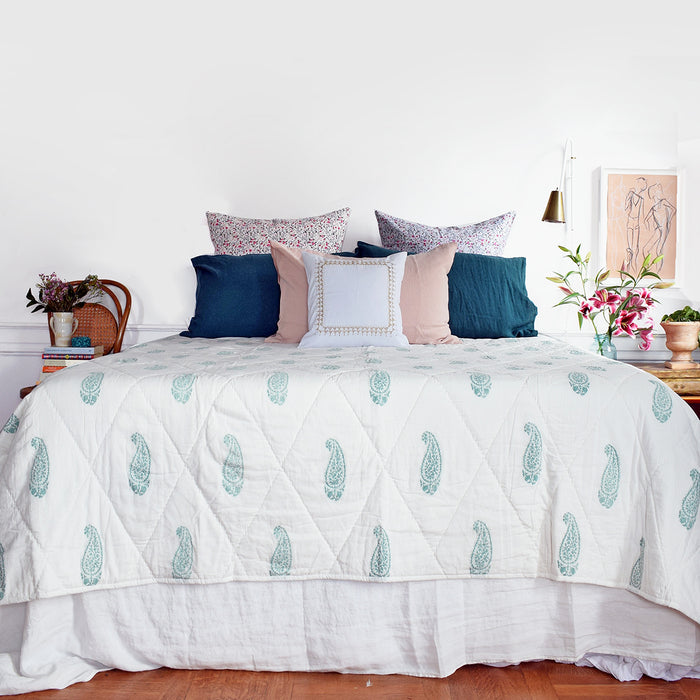 Large Paisley Mint Quilt, twin